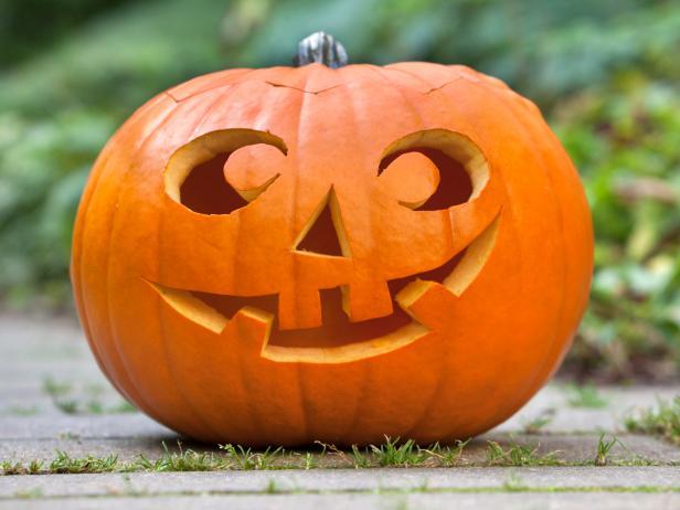 istock-10761186_halloween-pumpkin-in-garden_s4x3-jpg-rend-hgtvcom-616-462